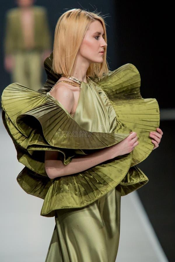 Le défilé de mode Pierre Cardin dans la semaine de mode de Moscou avec amour pour le Chute-hiver 2016/2017 de la Russie image libre de droits