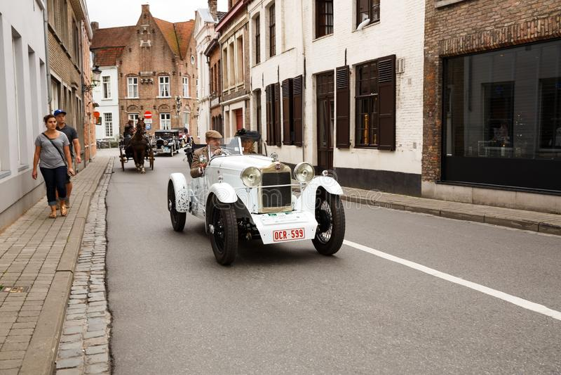 Le défilé de voitures de rareté à Bruges images stock