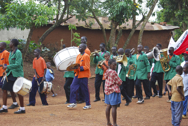 Le défilé des enfants de l'Ouganda image libre de droits
