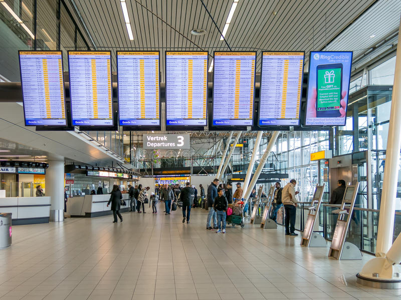 Le départ de vol embarque Schiphol Amsterdam Airportl, Hollande images libres de droits