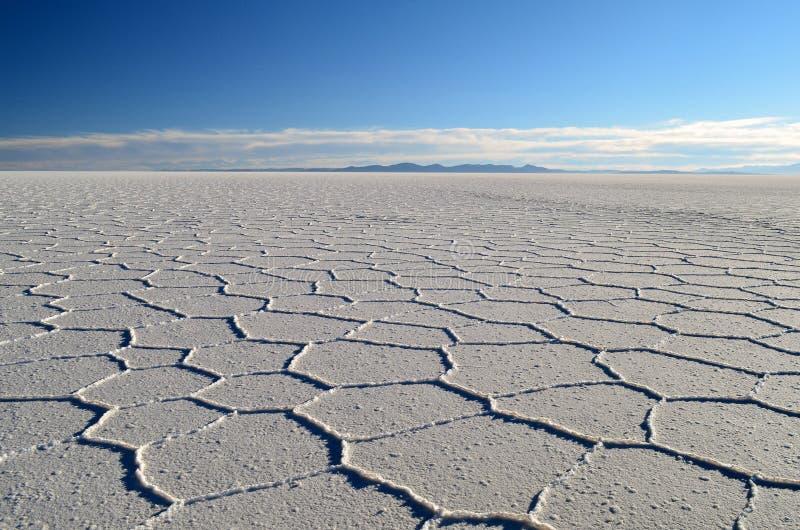 Le désert de sel avec des nuages photo stock