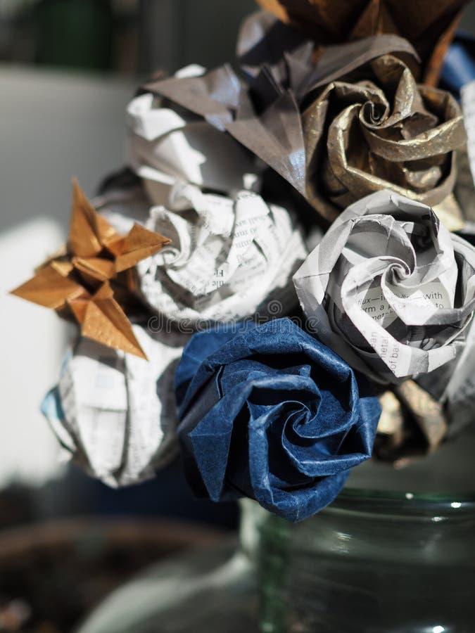 Le détail de l'origami de papier fleurissent le bouquet photographie stock libre de droits