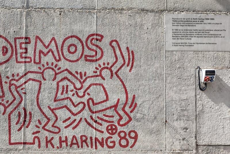Le détail de la reproduction de la peinture par Keith Haring a peint en 1989 Extérieur, dans un mur près du musée MACBA, quart de photo libre de droits