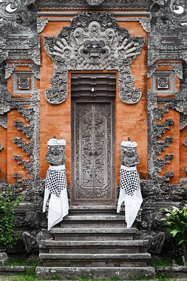 Porte - Balinese asiatique traditionnel découpé photos stock