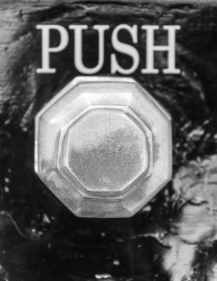 Le détail du vieux bouton de vintage et la poussée signent images libres de droits