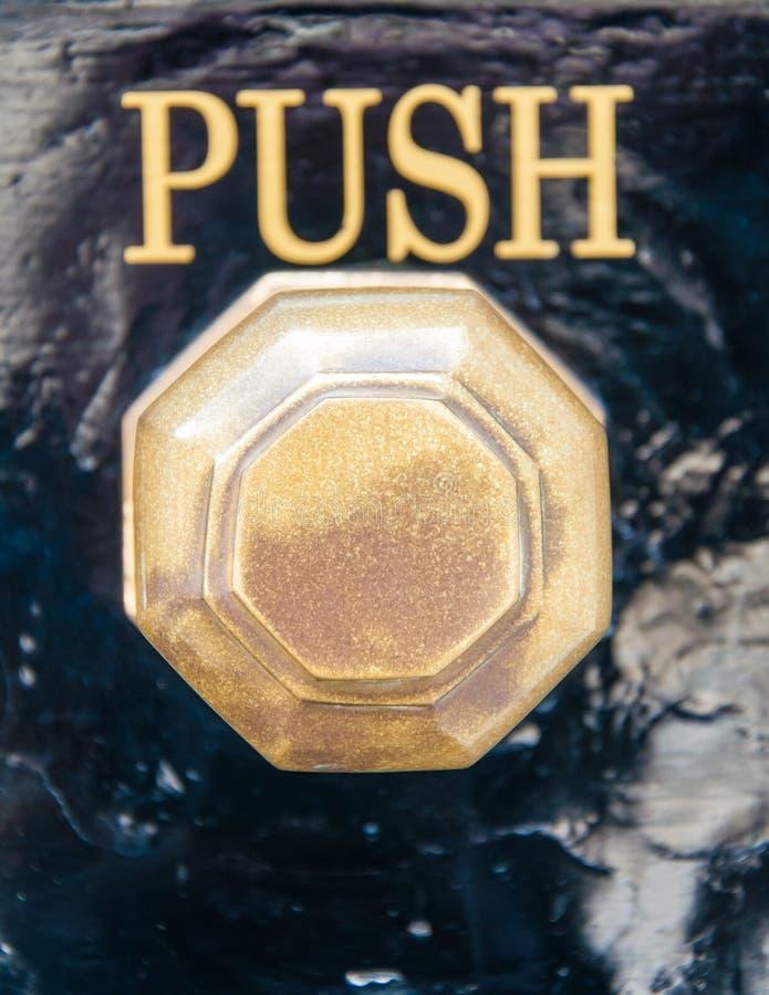 Le détail du vieux bouton de vintage et la poussée signent image stock