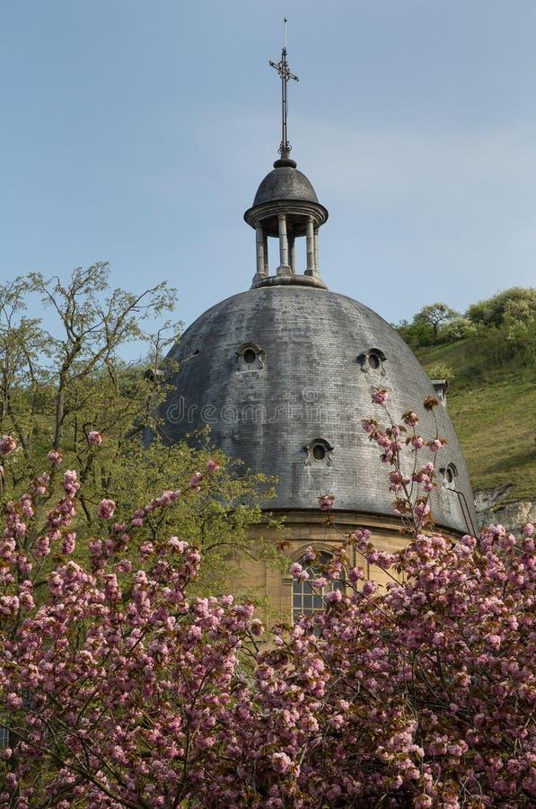 Le dôme de l'hôpital pittoresque à Les Andelys en Normandie photo stock