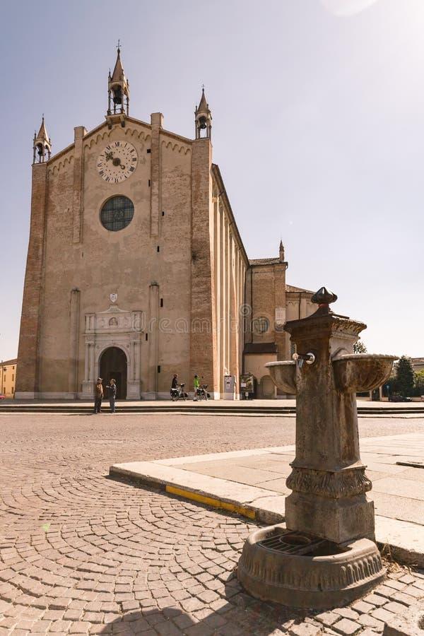 Le dôme de la Gothique-Renaissance dans Montagnana, Italie photos stock