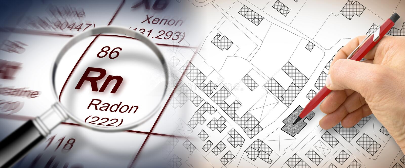 Le danger du gaz de radon dans nos villes - image de concept avec la table périodique des éléments, de la lentille d'agrandisseme image libre de droits