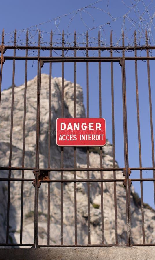 Le danger signent en français photographie stock libre de droits