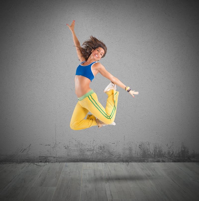 Le danseur saute photo stock