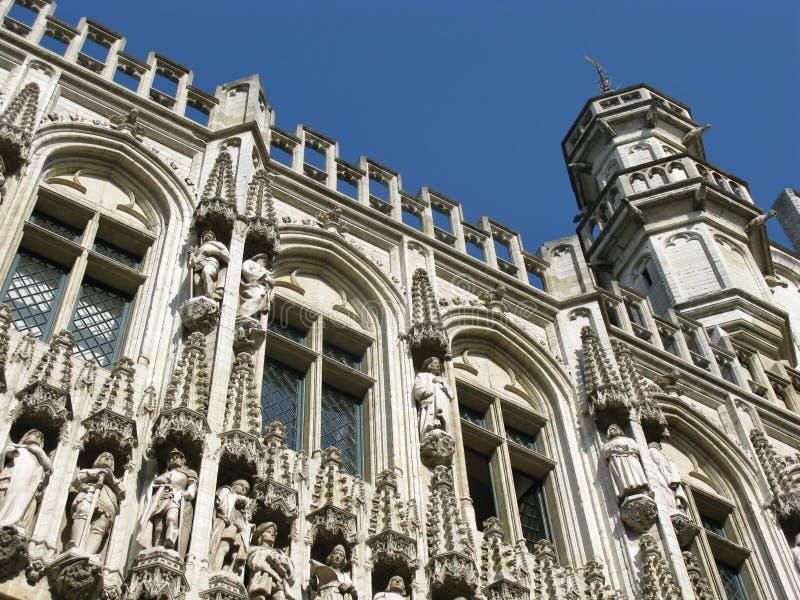 Le decorazioni della facciata e della torre fotografie stock
