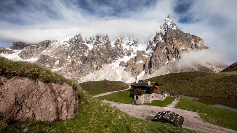 Le della Pala de Cimon a également appelé le Matterhorn des dolomites photos libres de droits
