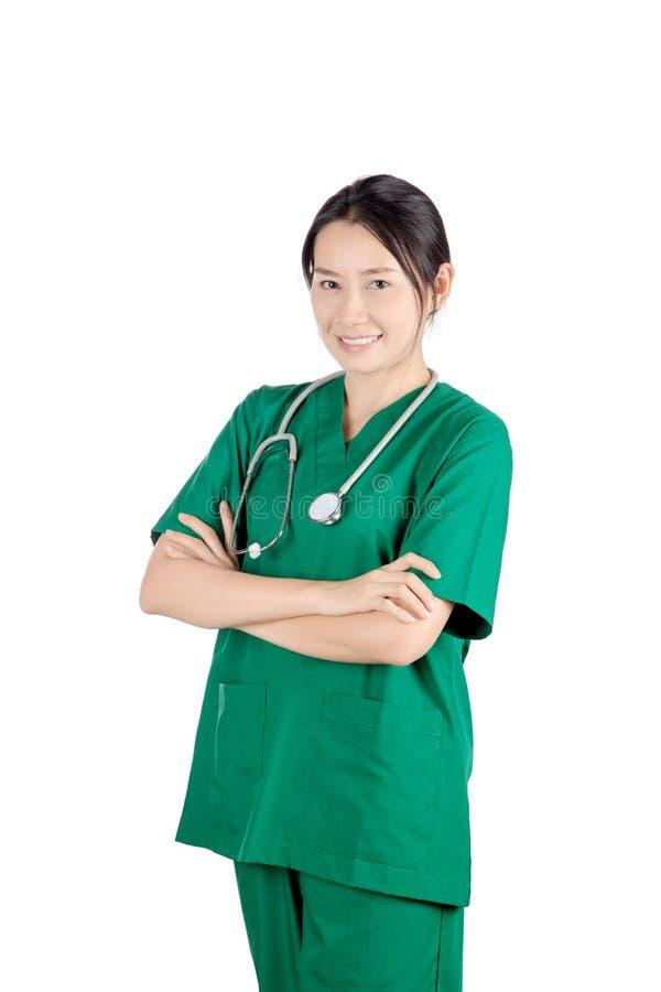 Le den asiatiska kvinnliga doktorn med stetoskopet som isoleras på vit b fotografering för bildbyråer