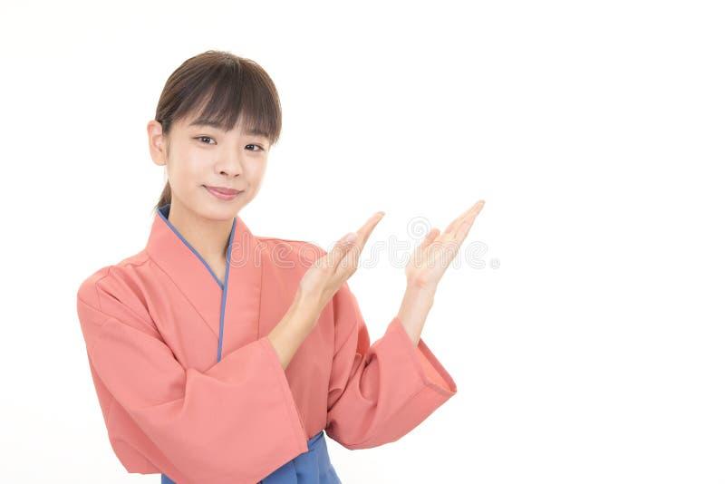 Le den asiatiska servitrins royaltyfri fotografi