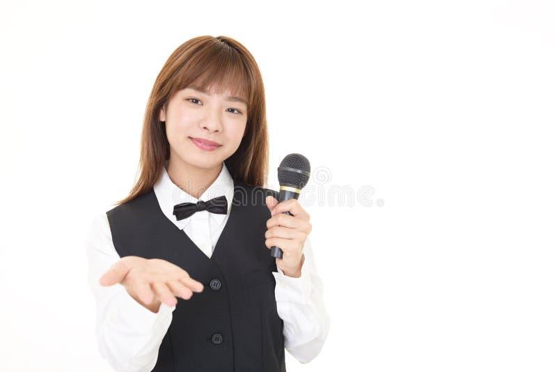 Le den asiatiska servitrins arkivfoton