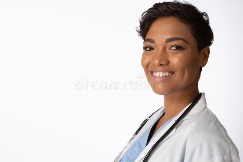 Le den kvinnliga doktorn royaltyfria bilder
