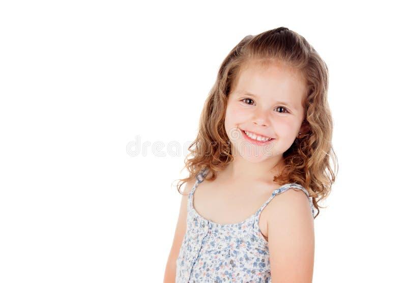 Le den nätta lilla flickan med lockig hai royaltyfria foton