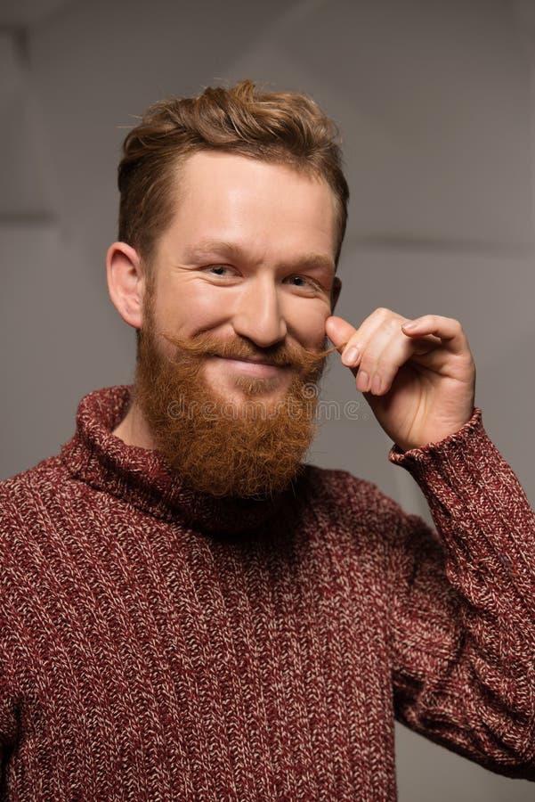 Le den stilfulla mannen med skägget arkivbild