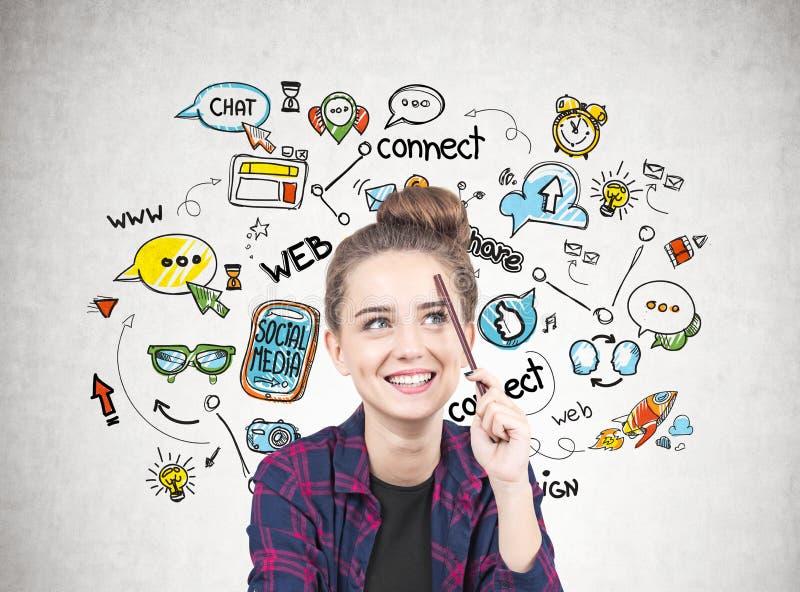 Le den tonåriga flickan som tänker, socialt massmedia arkivfoton