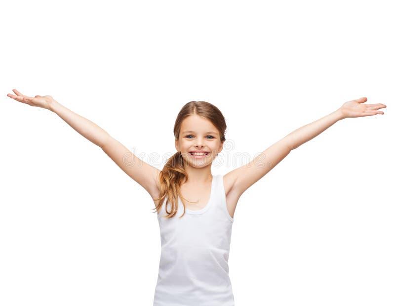 Le den tonårs- flickan med lyftta händer arkivfoton