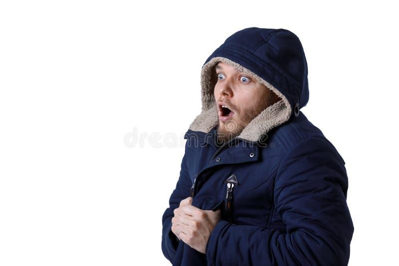 Le den unga mannen i varmt lag för vinter fotografering för bildbyråer