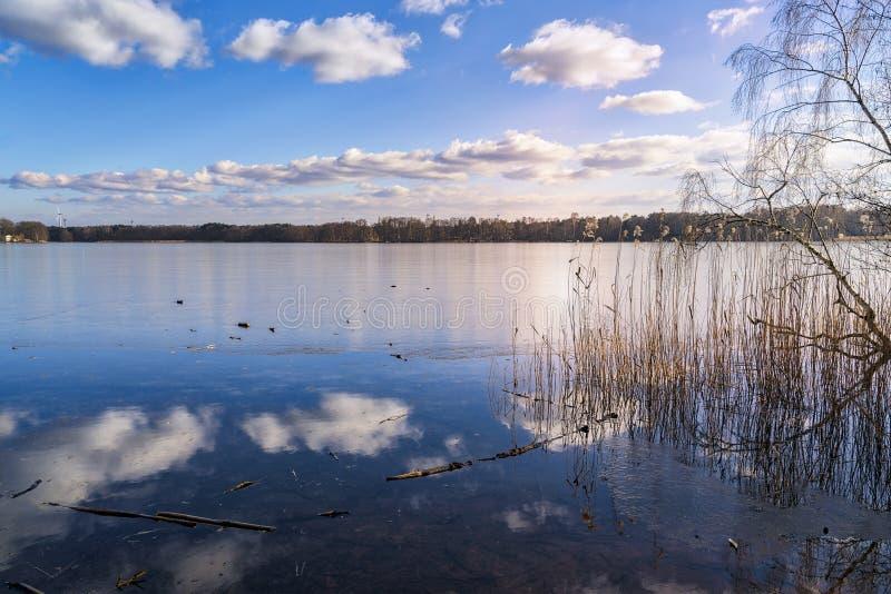 Le dernier peu de la glace sur un lac image libre de droits