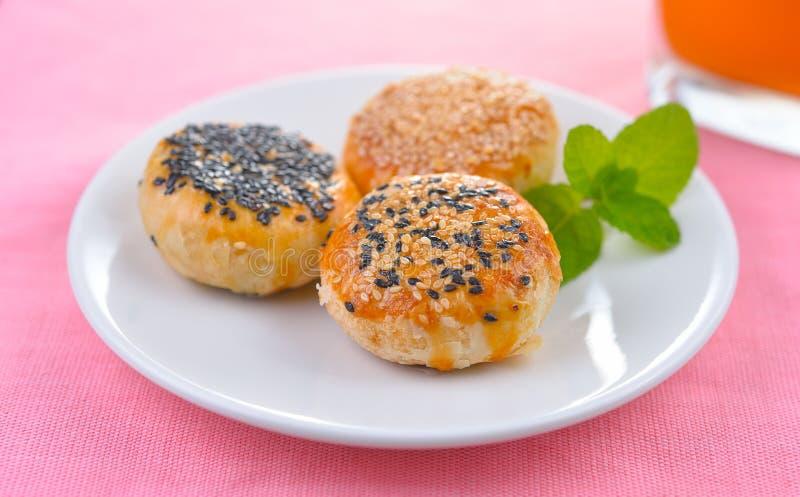 Le dessert traditionnel asiatique, le gâteau thaïlandais ou la pâtisserie chinoise ont rempli WI images stock