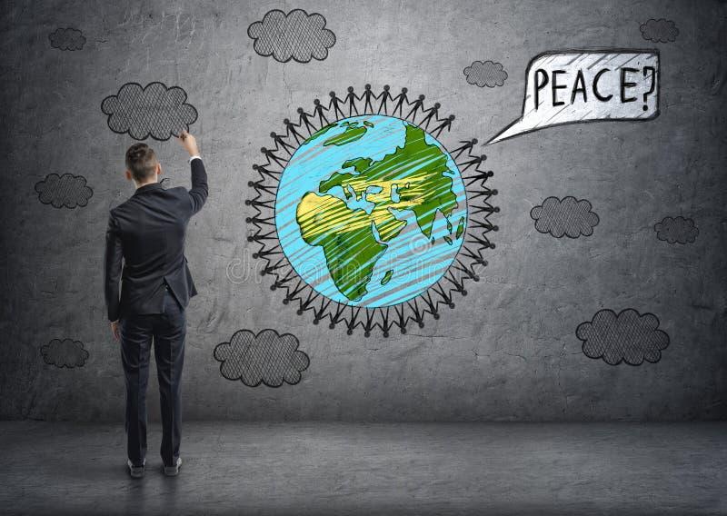 Le dessin d'homme d'affaires opacifie et la terre de planète avec de petits hommes autour de lui photos libres de droits