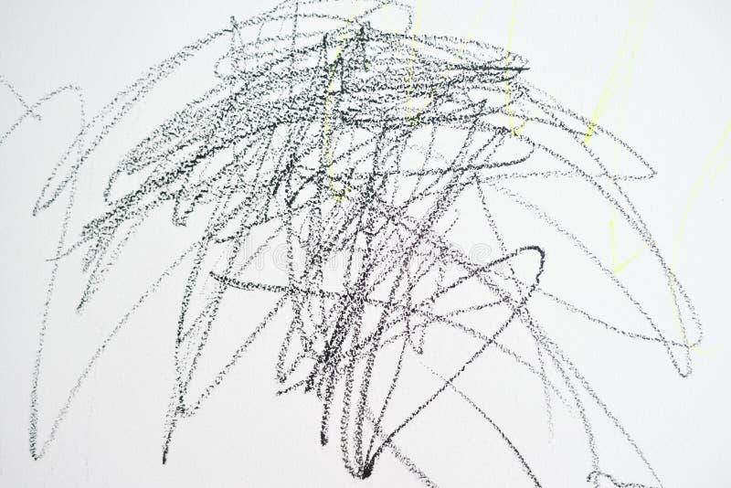 Le dessin du bébé avec la couleur de crayon sur le mur Travaux d'enfant Fond abstrait de croquis photographie stock libre de droits