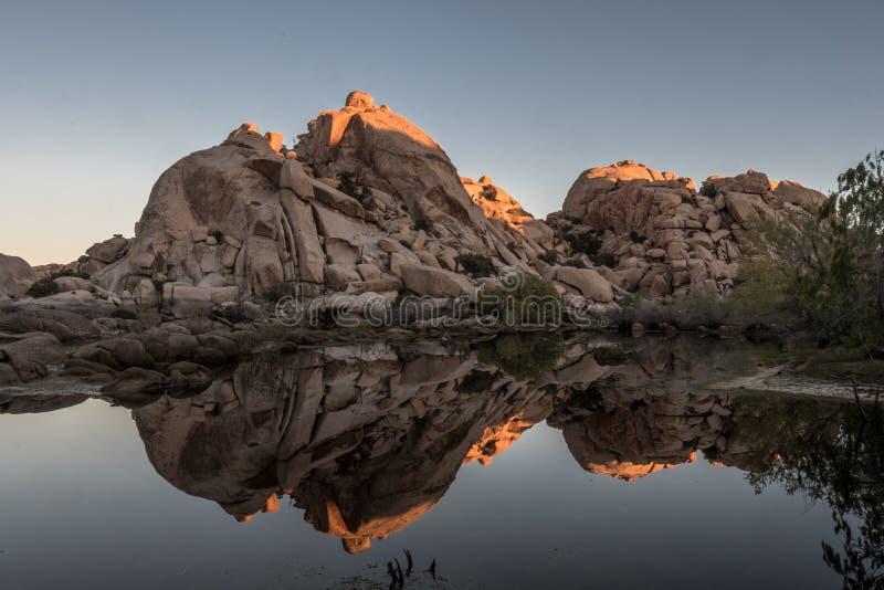 Le dessus de Barker Dam est Lit avec le début de la matinée Sun photos stock