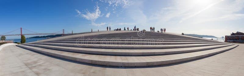 Le dessus de toit du MAAT - Musée d'Art, architecture et technologie photographie stock libre de droits