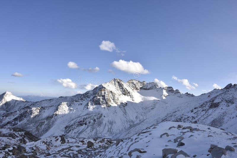Le dessus du paysage de montagne du glacier de dagu ! photo libre de droits