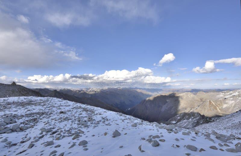 Le dessus du paysage de montagne du glacier de dagu ! images libres de droits
