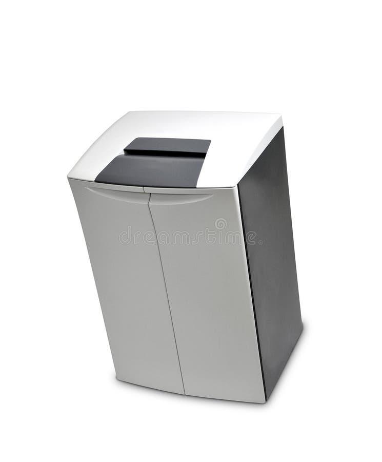 Le destructeur de papier de bureau, rempli à la capacité photos stock
