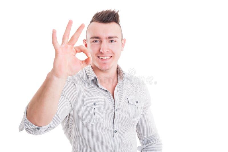 Le det perfekta eller bra tecknet för manvisningen göra en gest fotografering för bildbyråer