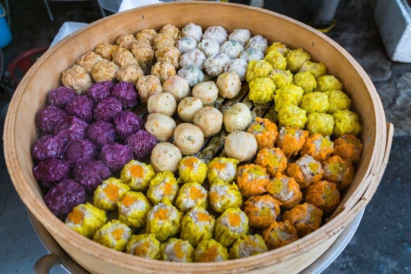 Le dim sum, Chinois a cuit des boulettes à la vapeur photographie stock