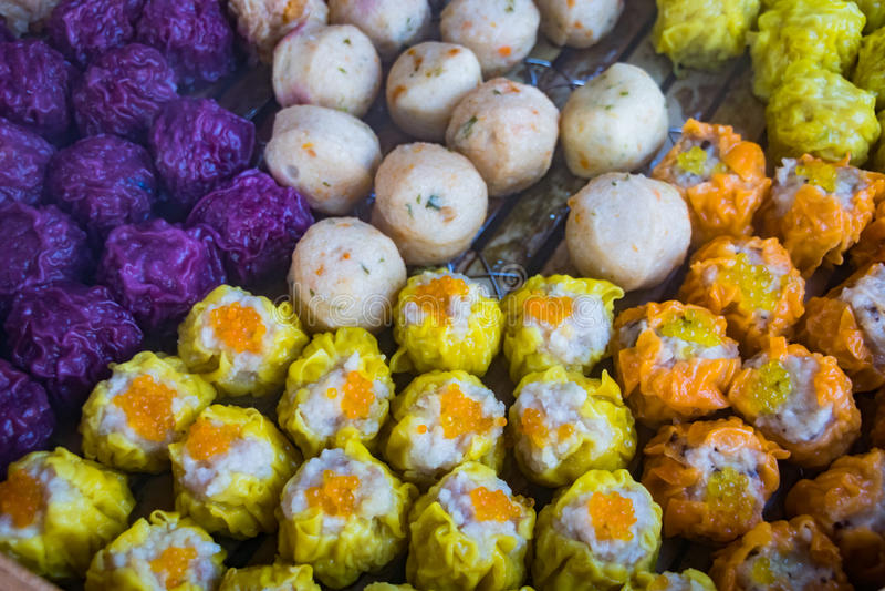 Le dim sum, Chinois a cuit des boulettes à la vapeur - plan rapproché photos stock