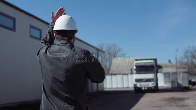 Le directeur menant le camion photos stock