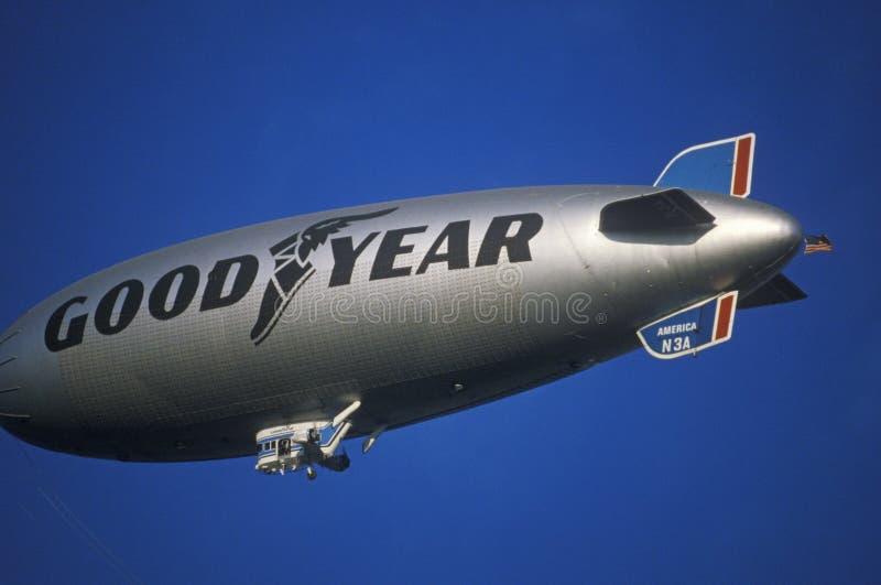 Le dirigeable souple de Goodyear au-dessus de Los Angeles photos libres de droits