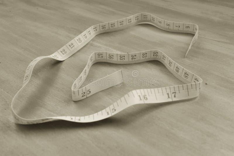 le dispositif a destin? la bande de mesure de mesure de longueur Concept sain ou de mode Macro photo monochrome photographie stock