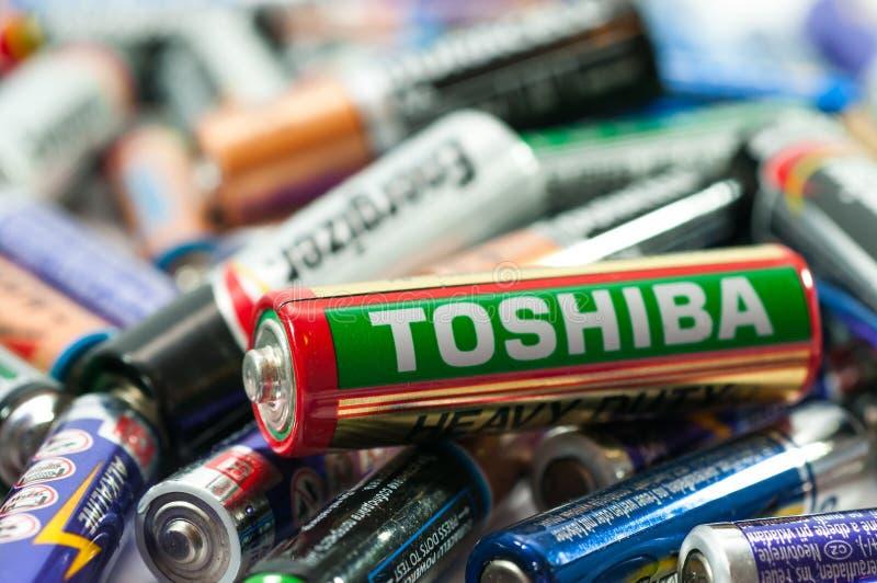 Le divers type de batteries mortes se ferment vers le haut du tir images stock