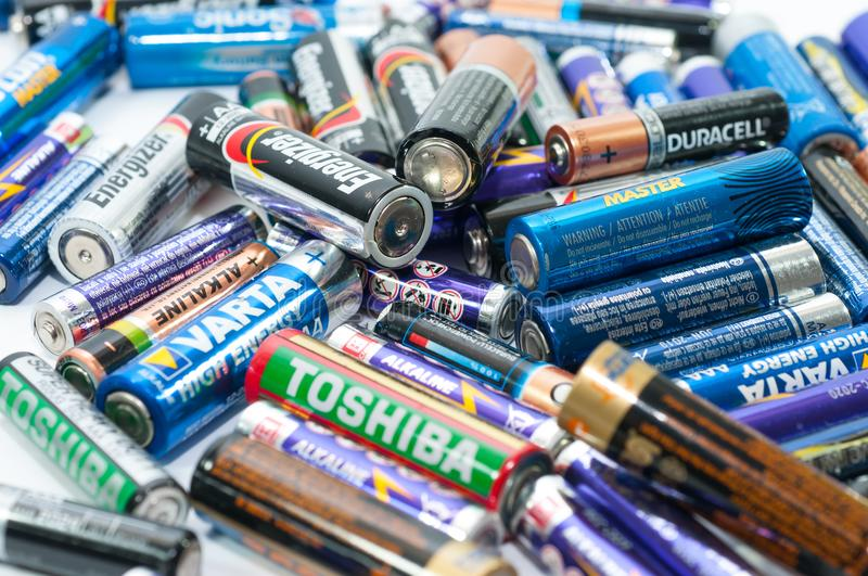 Le divers type de batteries mortes se ferment vers le haut du tir photo libre de droits