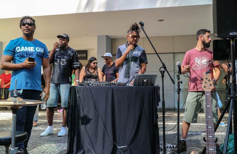 Le DJ à l'avenue de Paulista le dimanche chronomètrent photos libres de droits