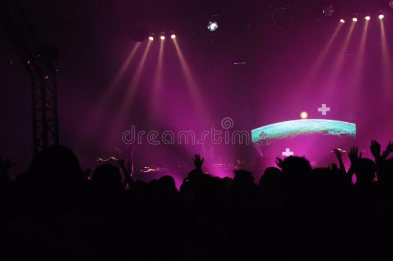 Le DJ au concert image stock
