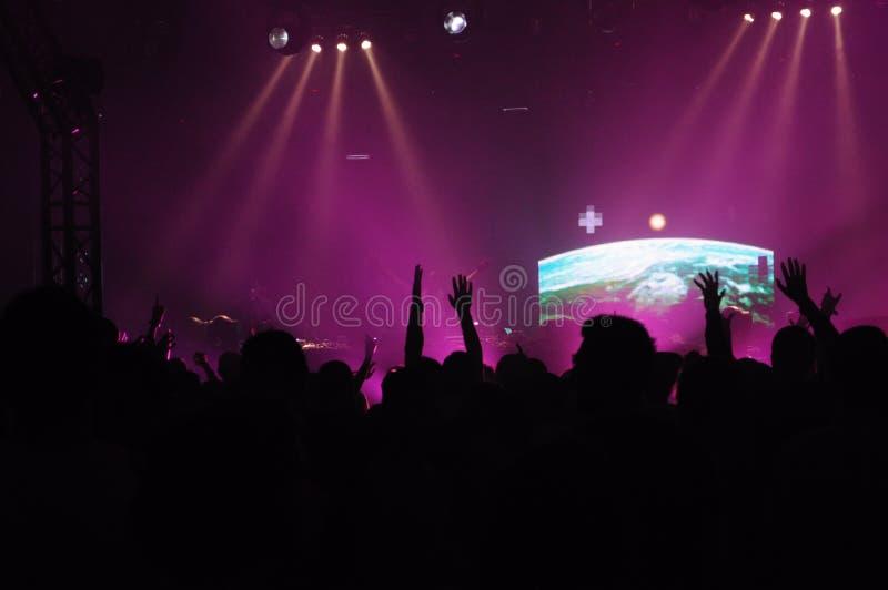 Le DJ au concert images stock