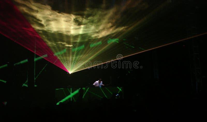 Le DJ au travail images stock
