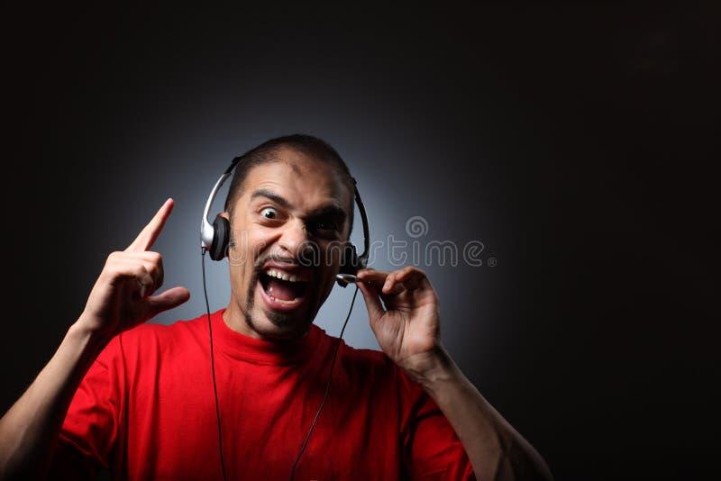 Le DJ dans des écouteurs photographie stock