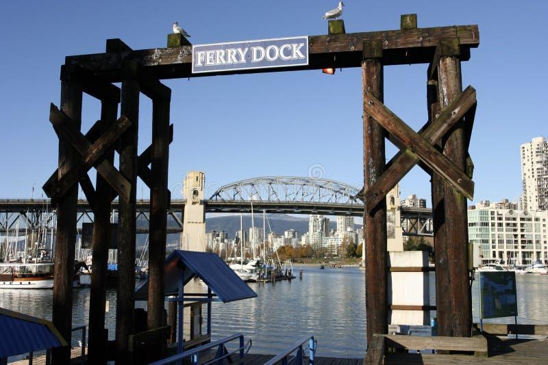 Le dock de bac sur l'île de granville photographie stock libre de droits