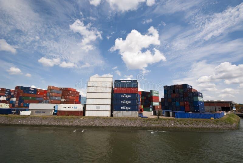 Le dock du conteneur image stock